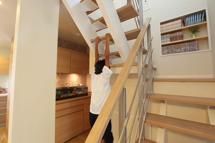 階段でぶらさがり